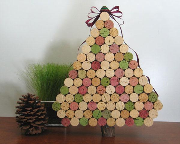 Albero di Natale con i tappi di sughero delle bottiglie di vino
