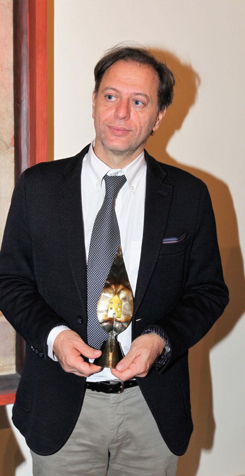 """Paolo Giulierini con il Premio GreenCare """"lancia foglia"""""""