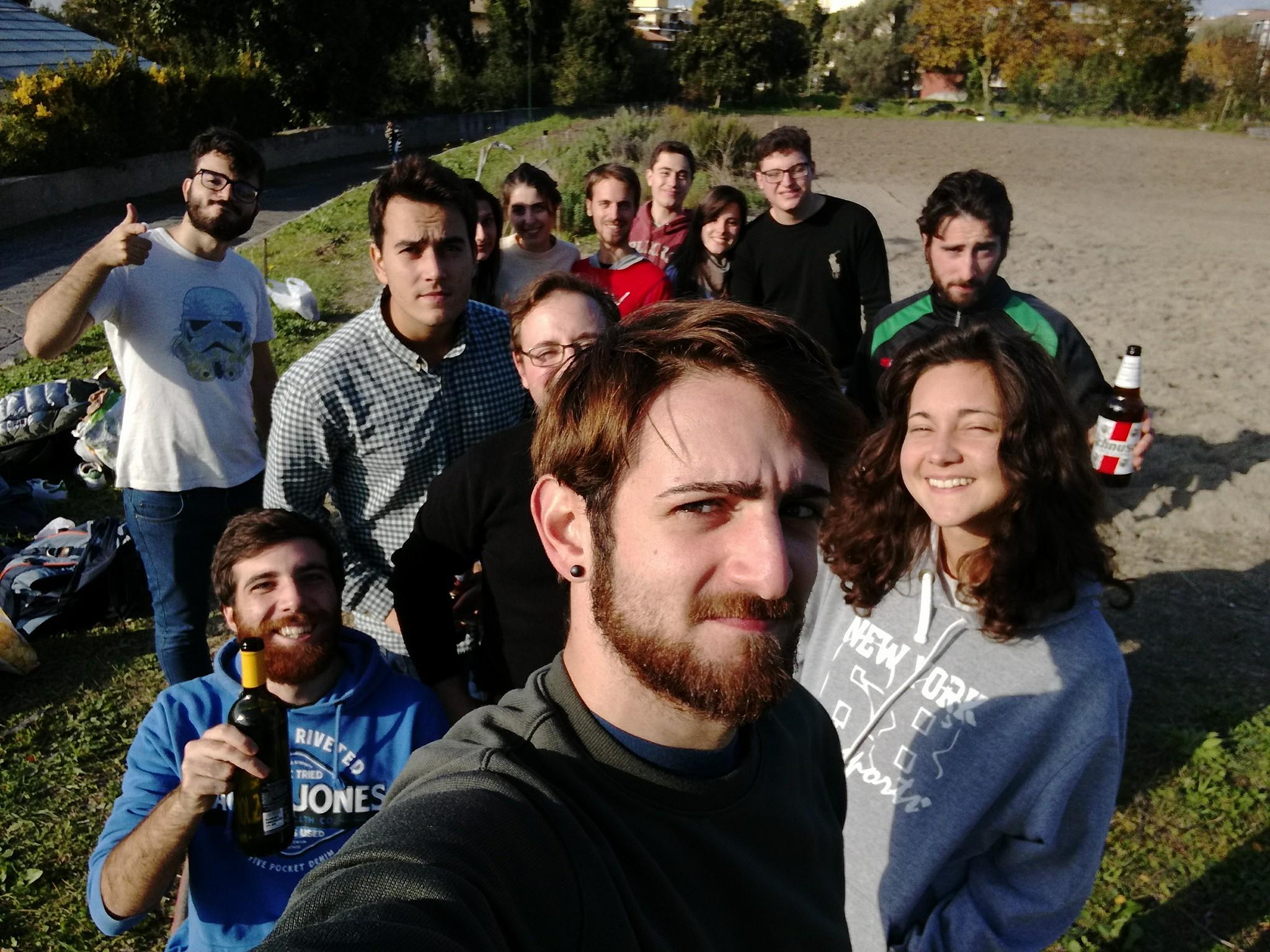 I volontari di ASA Napoli festeggiano dopo una giornata di lavoro molto impegnativo