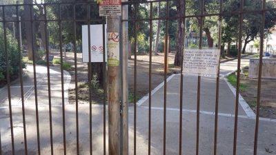 I cancelli del Parco Mascagna chiuso da sette mesi
