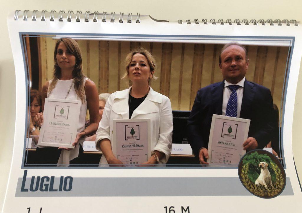 Vincenzo Desidery riceve l'Attestato di merito 2018 assieme alla dottoressa Nunzia Petrecca (Euphorbia Srl) e alla dottoressa Serena Pane (Associazione Completamente)